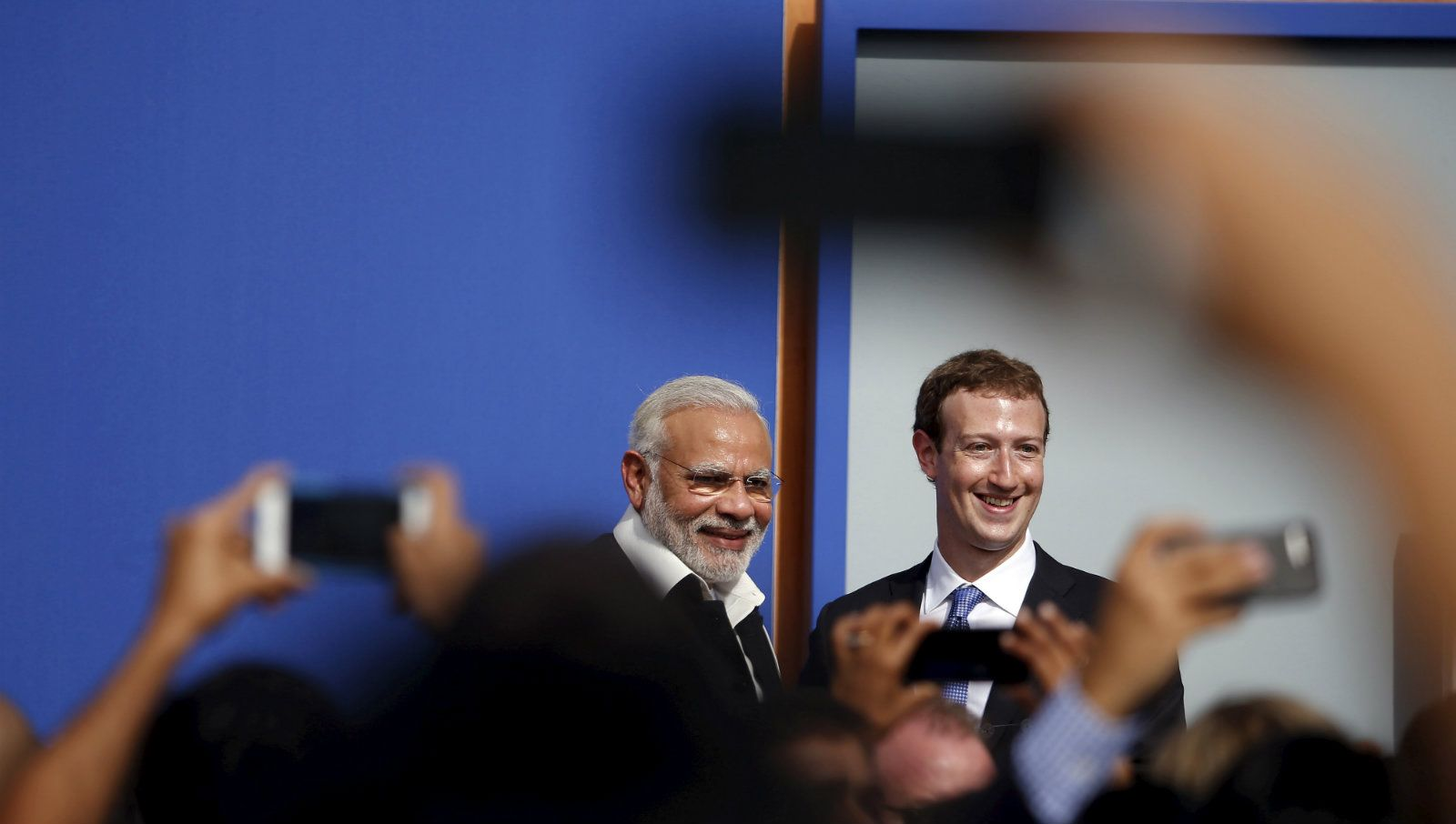 مارک زکربرگ کے ساتھ وزیر اعظم نریندر مودی۔ (فائل فوٹو: رائٹرس)