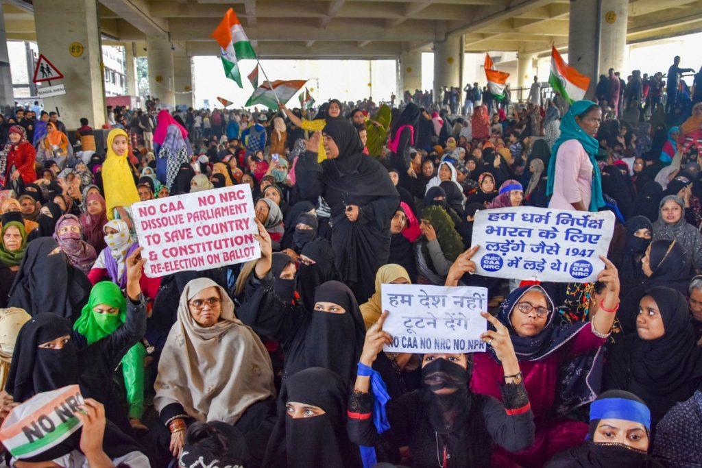 جعفرآباد میٹرو اسٹیشن کے نیچے سی اے اے مخالف مظاہرہ۔ (فائل فوٹو: پی ٹی آئی)