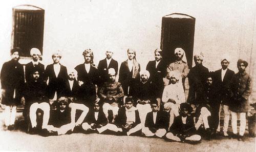 نیشنل کالج میں بھگت سنگھ، فوٹو: وکی پیڈیا