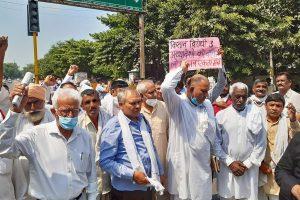 زرعی بلوں کے خلاف پنجاب میں مسلسل مظاہرے ہو رہے ہیں۔ (فوٹو: پی ٹی آئی)