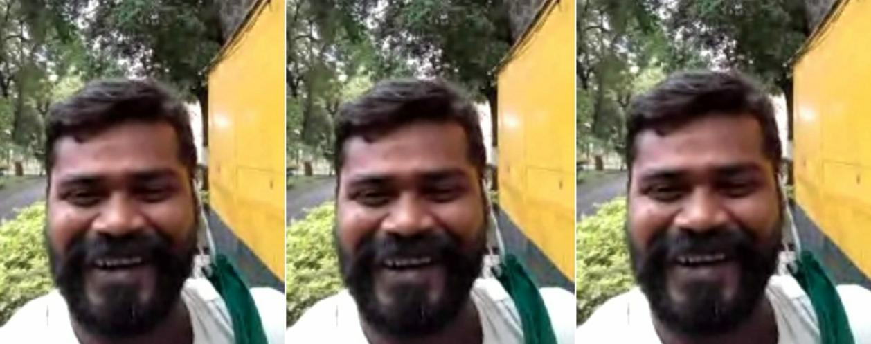 اہل خانہ سے ویڈیو کال پر بات کرتے ہوئے اصغر علی منصوری۔(فوٹو: SpecialArrangement)