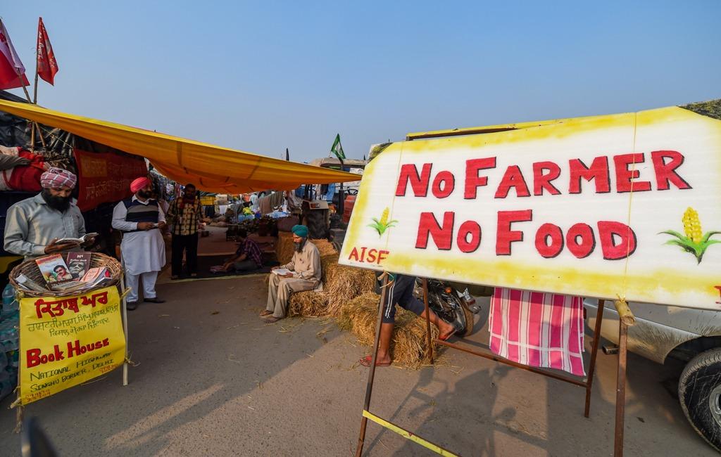 سنگھو بارڈر پر گزشتہ13 دنوں سے کسان مظاہرہ کر رہے ہیں۔ (فوٹو: پی ٹی آئی)