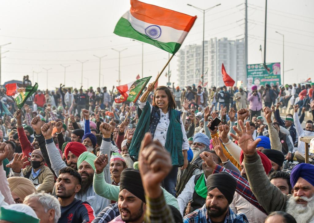 دہلی کے غازی پور بارڈر پرمظاہرین۔ (فوٹو: پی ٹی آئی)