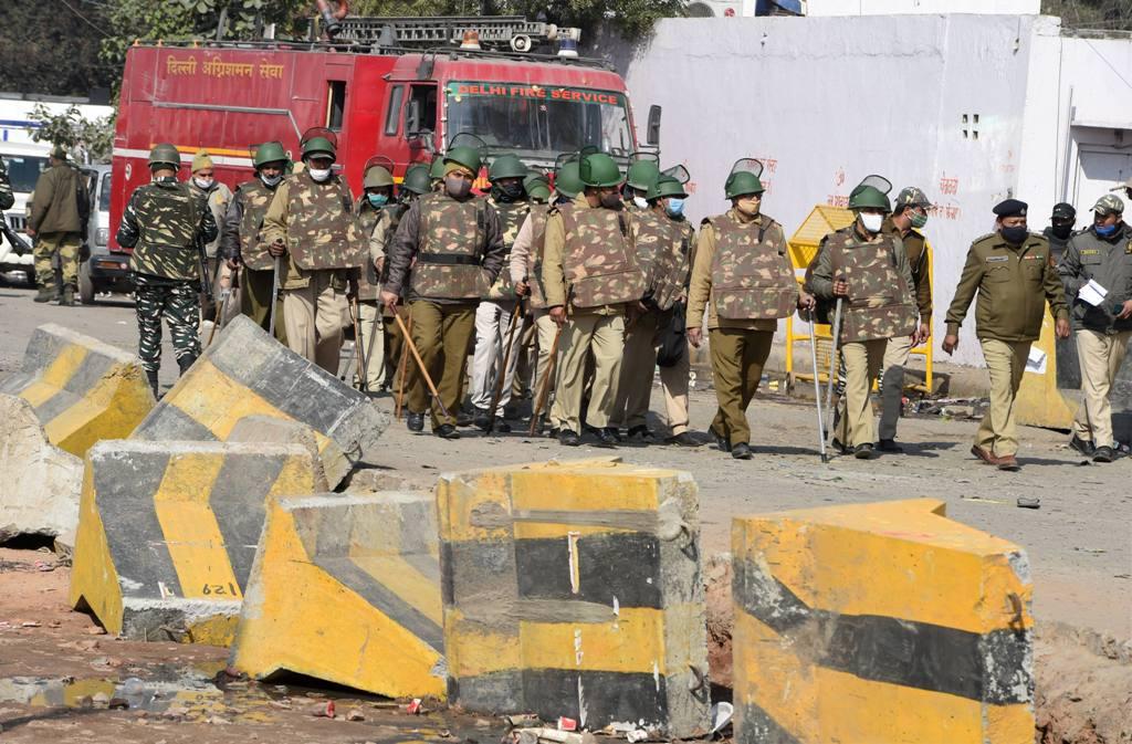 سنگھو بارڈر پر تعینات سکیورٹی فورسز۔ (فوٹو: پی ٹی آئی)