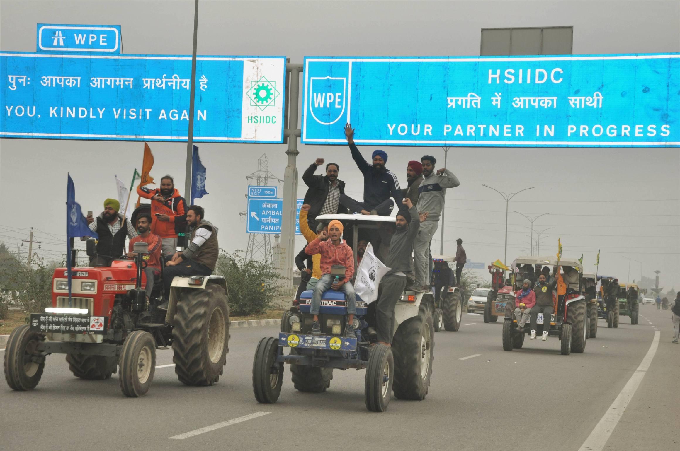 سونی پت میں کسانوں کی ٹریکٹر ریلی۔ (فوٹو: پی ٹی آئی)