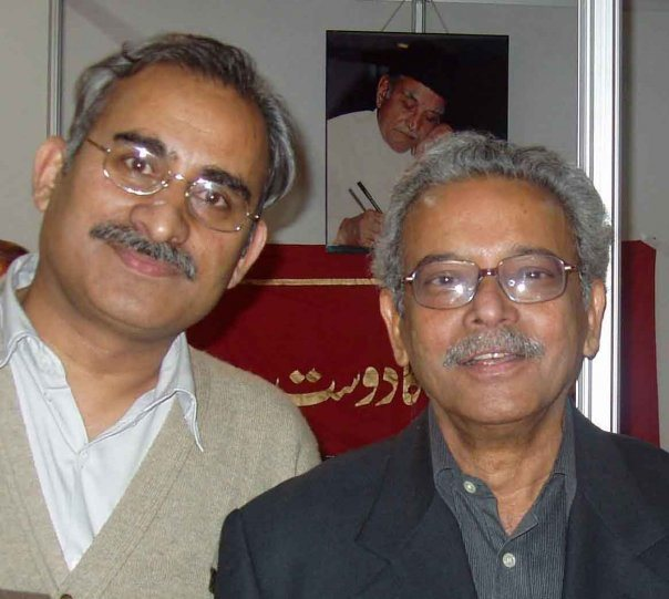 شمس الرحمن فاروقی کے ہمراہ محمد حمید شاہد،فوٹو بہ شکریہ : محمد حمید شاہد