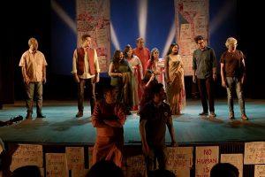 بنگالی فنکاروں کے ویڈیو کا سین۔ (بہ شکریہ: ویڈیوگریب/یوٹیوب)