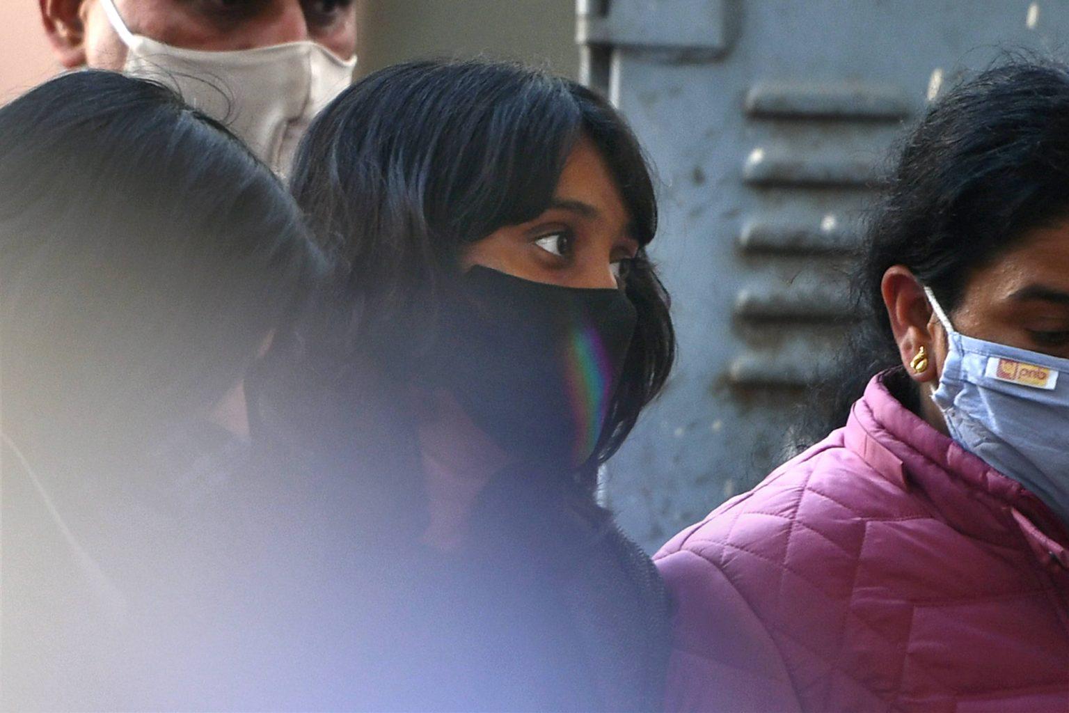 23 فروری کو شنوائی کے بعد پٹیالہ ہاؤس عدالت میں دشا روی۔ (فوٹو: پی ٹی آئی)