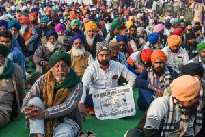 دہلی کے سنگھو بارڈر پر احتجاج کر رہے کسان۔ (فوٹو: پی ٹی آئی)