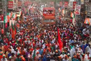 مغربی بنگال میں حال ہی میں ہوئے ایک اسمبلی انتخاب کے دوران ایک ریلی میں جمع بھیڑ۔ (فائل فوٹو: پی ٹی آئی)