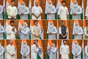 7 جولائی2021 کو حلف لینے والے وزیروں کے ساتھ وزیر اعظم نریندر مودی۔ (فوٹو: پی ٹی آئی)