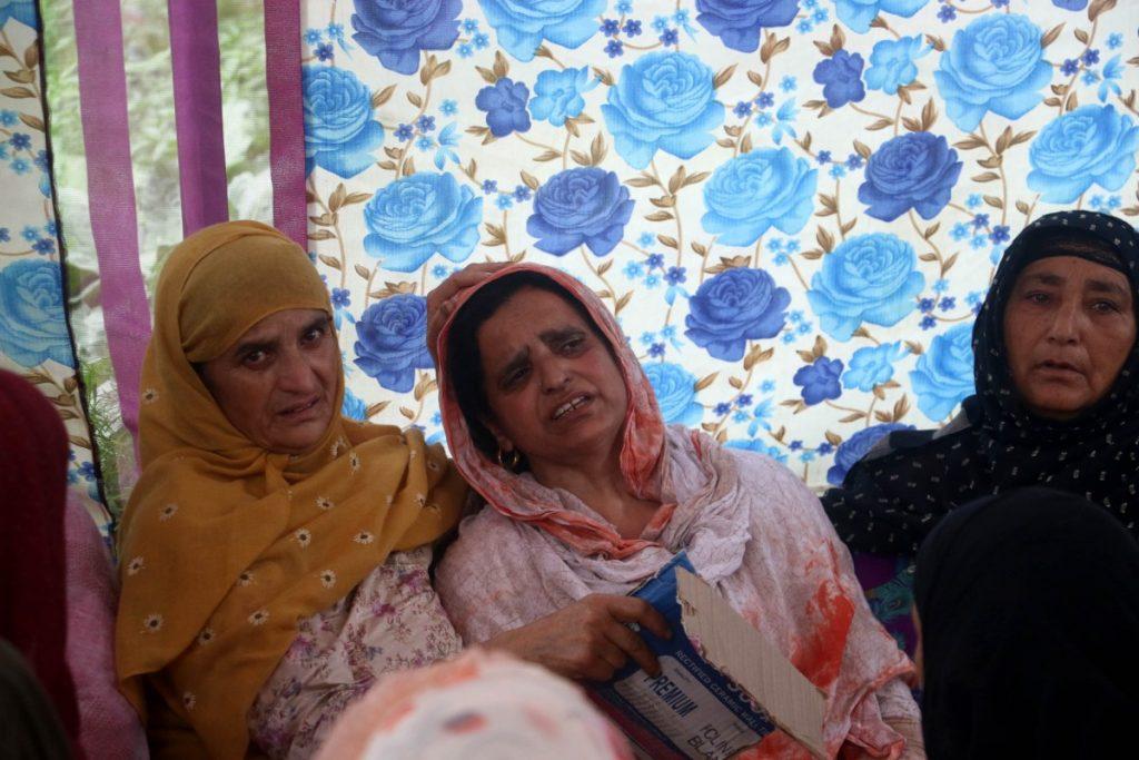 عمران قیوم کی ماں۔ (فوٹو: منیب الاسلام)