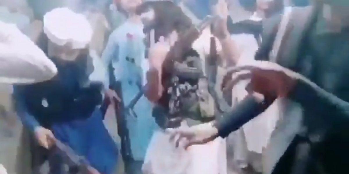 وائرل ویڈیو کا اسکرین شاٹ۔
