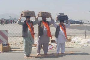 Afghan Sikh carrying the holy book Guru Granth Sahib at Kabul Airport | Twitter/ @HardeepSPuri