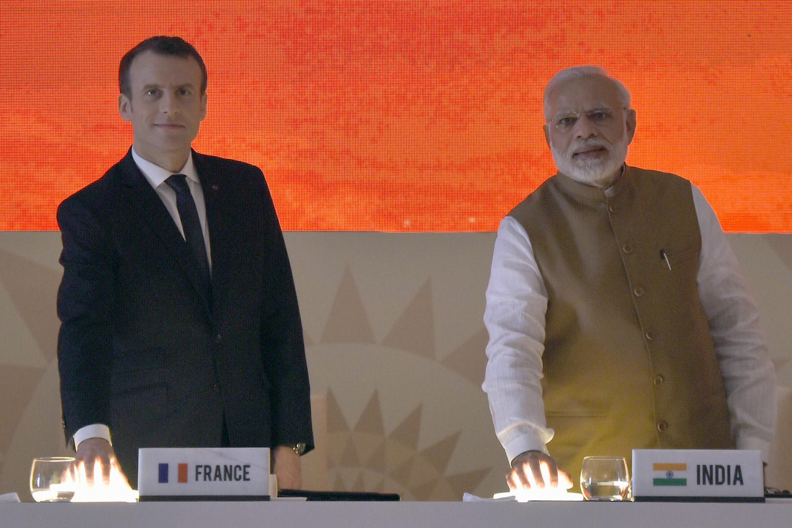 فرانسیسی صدرایمانویل میکخواں کے ساتھ وزیر اعظم نریندر مودی۔ (فائل فوٹو: پی آئی بی)