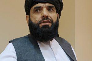 دوحہ میں طالبان کے سیاسی دفتر کے ترجمان سہیل شاہین۔ (فوٹو: رائٹرس)