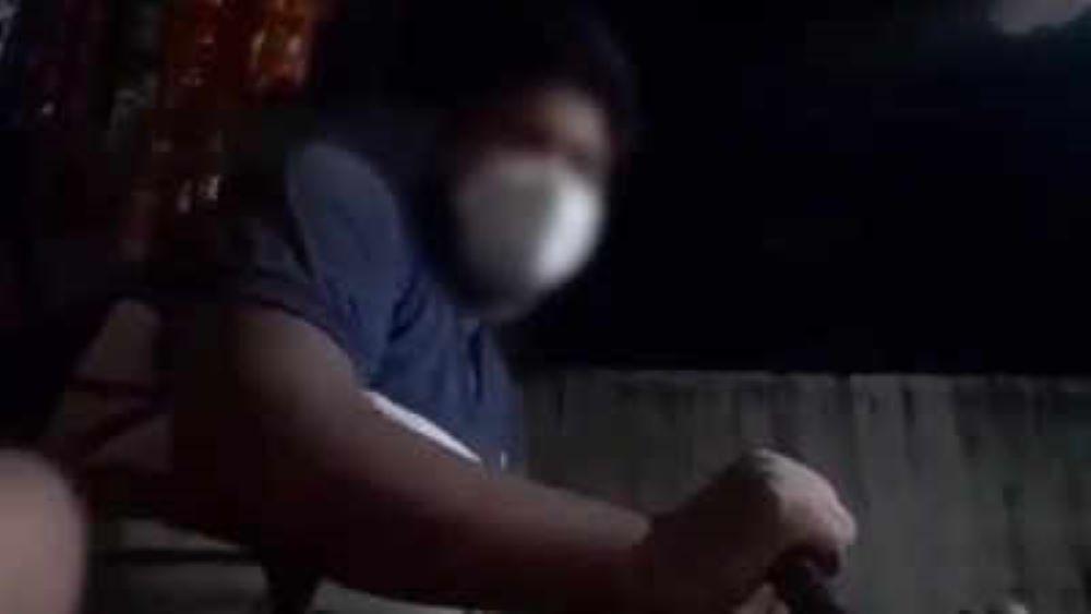 وائرل ویڈیو کا اسکرین شاٹ۔ (فوٹو: ٹوئٹر)